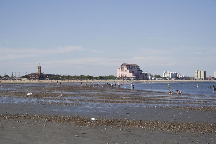 Revere_beach_in_Boston_ahjk