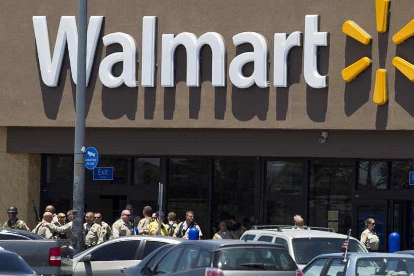 Walmart to offer low cost checking accounts in venture with green dot