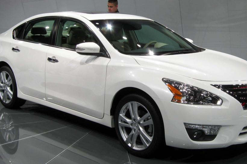 Auto Recalls Hood Of Nissan Altima Could Pop Up While Driving Mitsubishi Lancer Outlander Stall