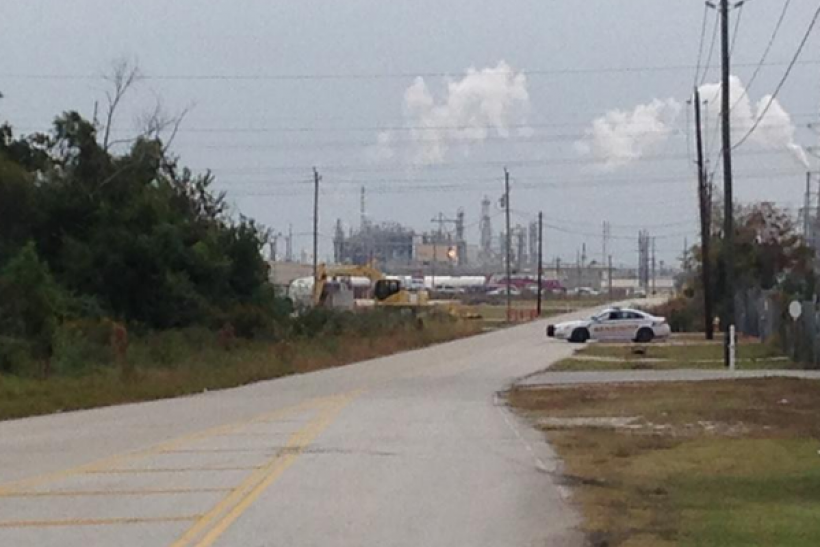 Dupont chemical plant leak kills 4 workers at la porte for How far is la porte tx from houston tx
