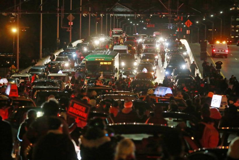 Garner protesters block West Side Highway in NYC
