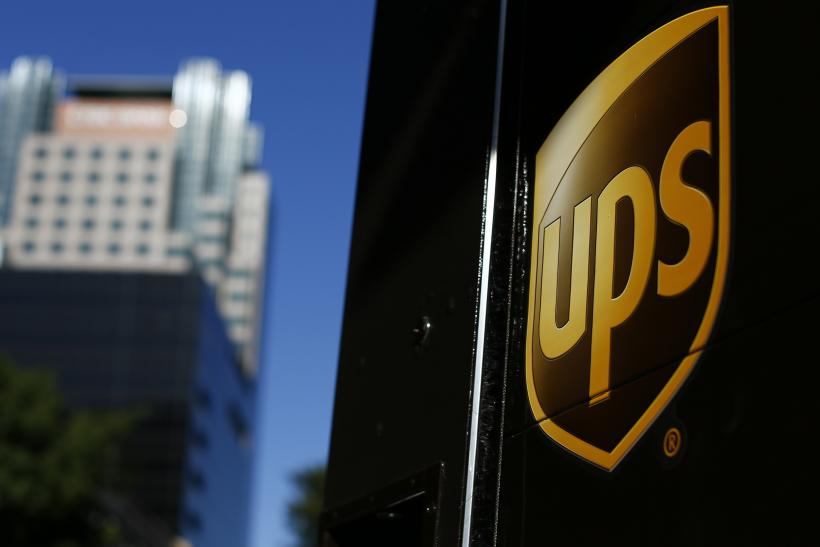 UPS, Fedex Expect High Holiday Returns