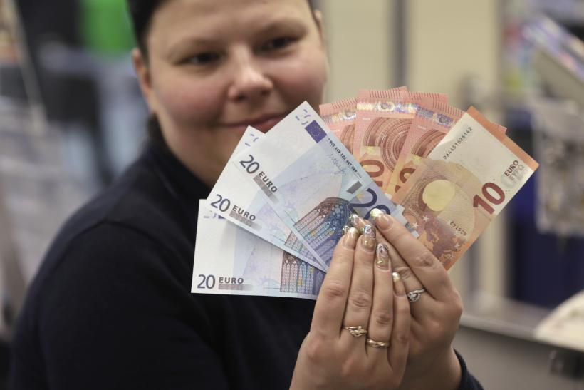 Europe Travel Deals: With Euro Weakening, Americans Can Travel For Cheap As Dollar Exchange Rate Drops