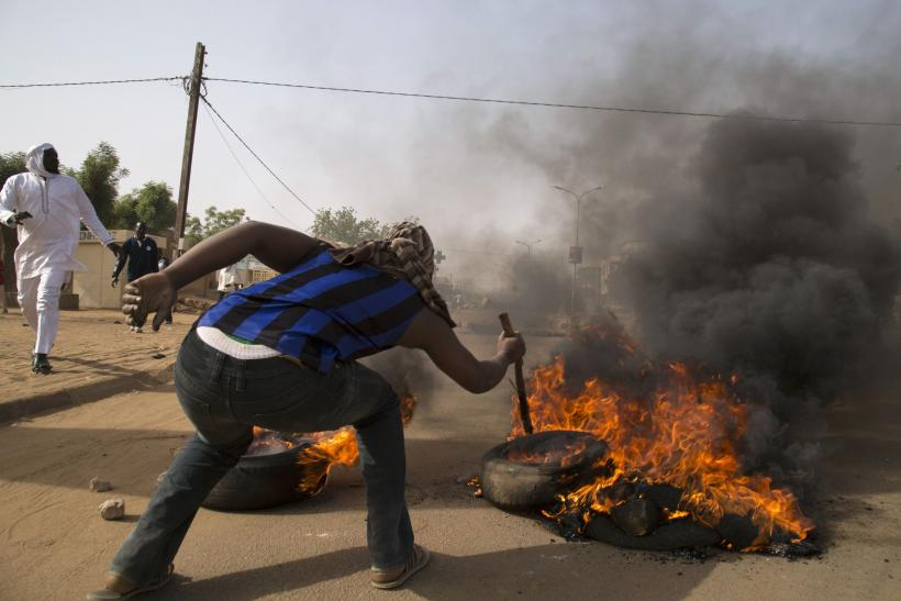 Niger protest tire