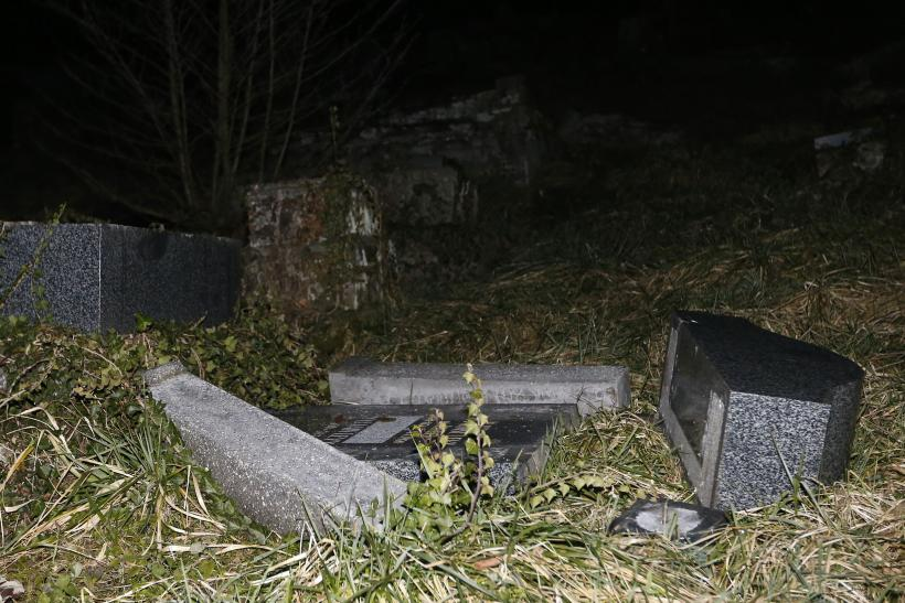 Jewishgraves-vandalized-France