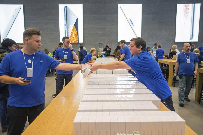 Fake Apple Store Employees Slam IPhone 6 Recommend Microsoft VIDEO