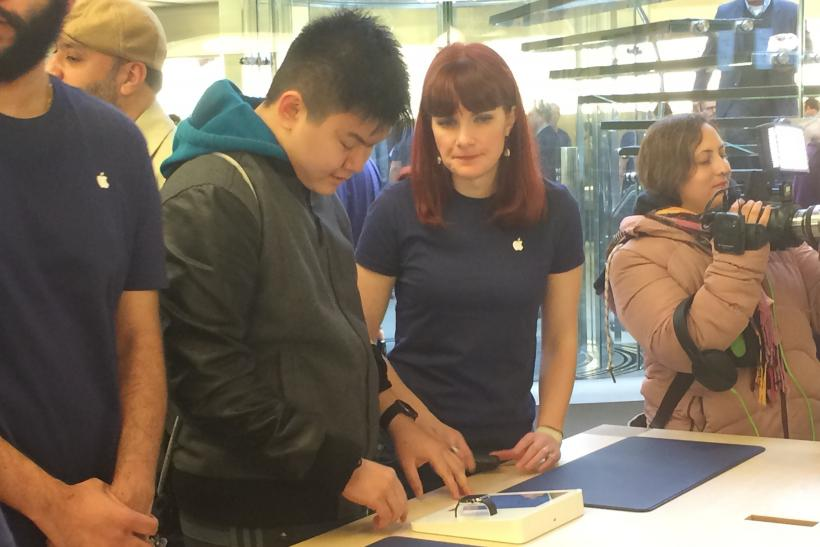 apple store try-on