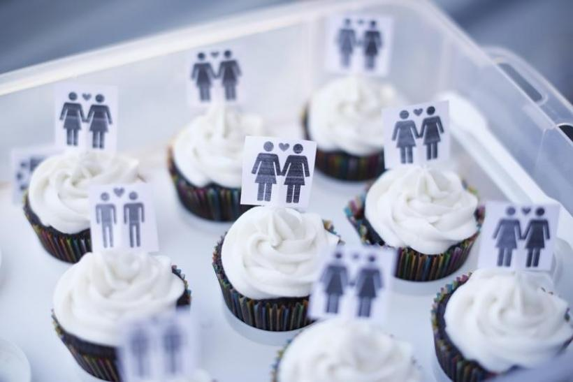 cupcakes with same-sex icons