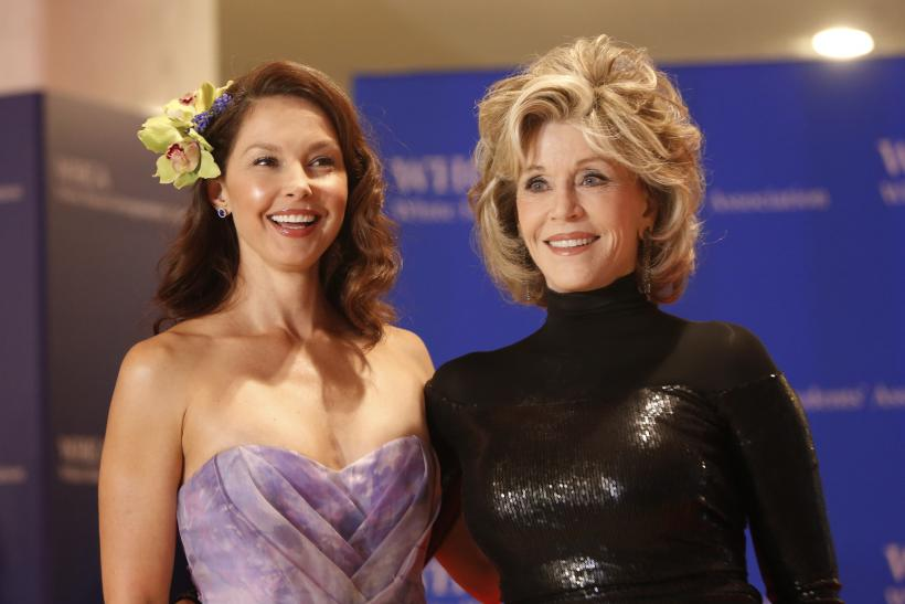 [9:36] Actresses Ashley Judd (L) and Jane Fonda arrive for the annual White House Correspondents' Association dinner