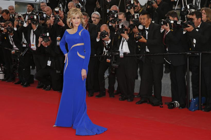 """[11:13] Actress Jane Fonda poses on the red carpet as she arrives for the screening of the film """"The Sea of Trees"""""""