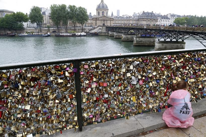 Paris love lock bridge history why romantic gesture irks for Love lock bridge in paris