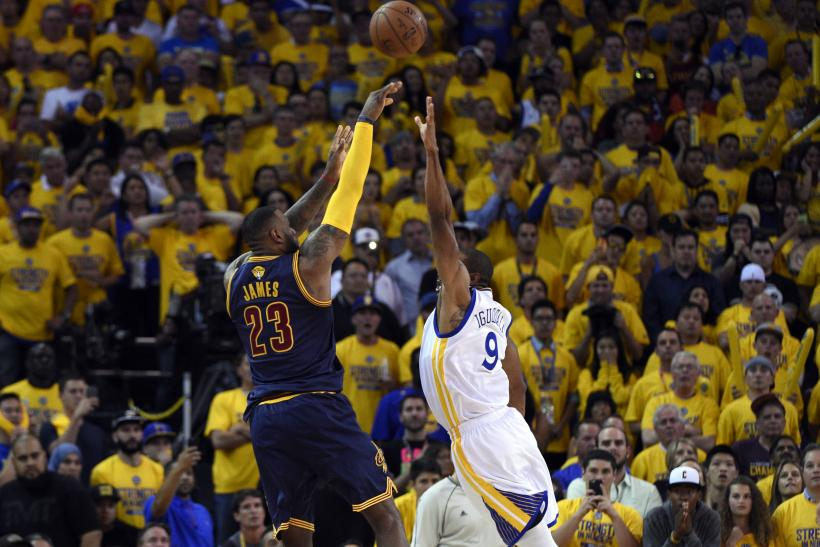 2015-06-05T034530Z_163067695_NOCID_RTRMADP_3_NBA-PLAYOFFS-CLEVELAND-CAVALIERS-AT-GOLDEN-STATE-WARRIORS