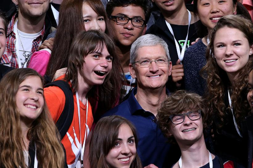 Apple's Cook with students