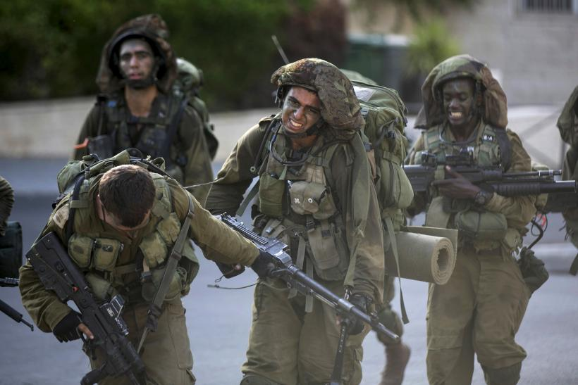 Israeli soldiers during a training march