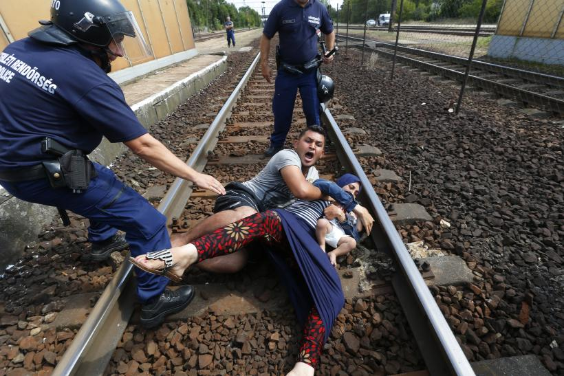 migrant train tracks