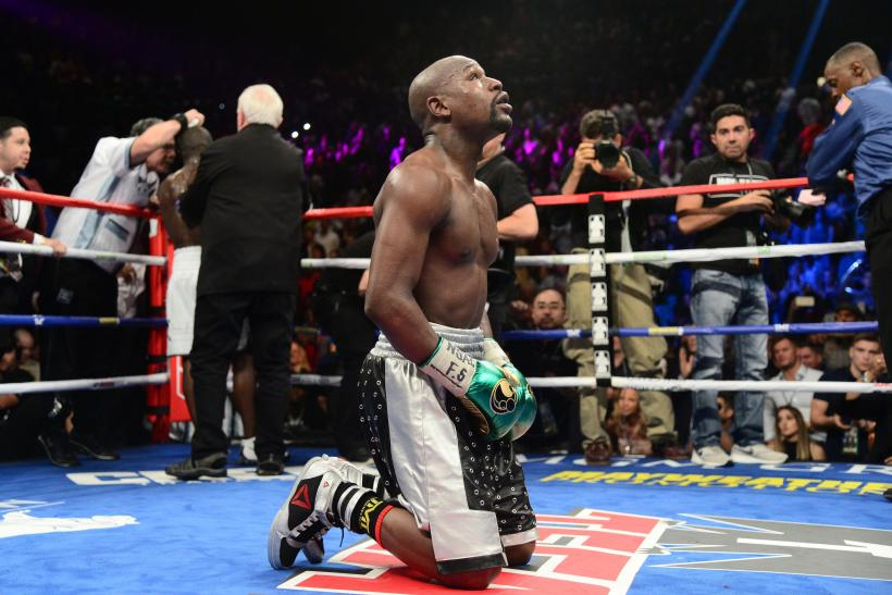 Floyd Mayweather kneels
