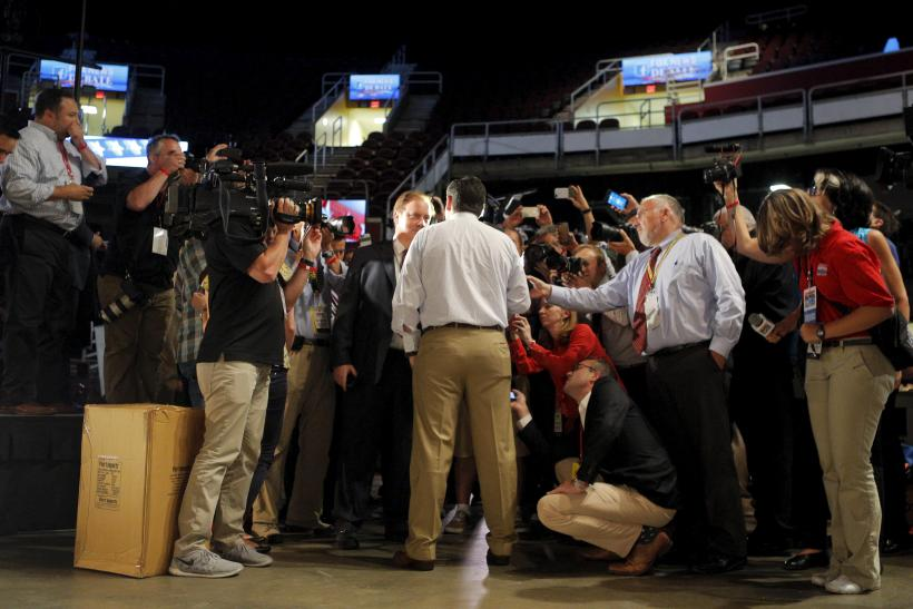 reporters on campaign trail 2016