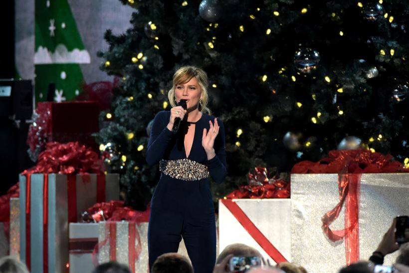 CMA Country Christmas Jennifer Nettles