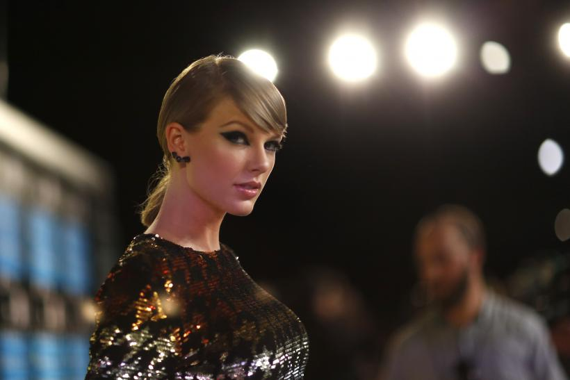 [10:02] Singer Taylor Swift arrives at the 2015 MTV Video Music Awards