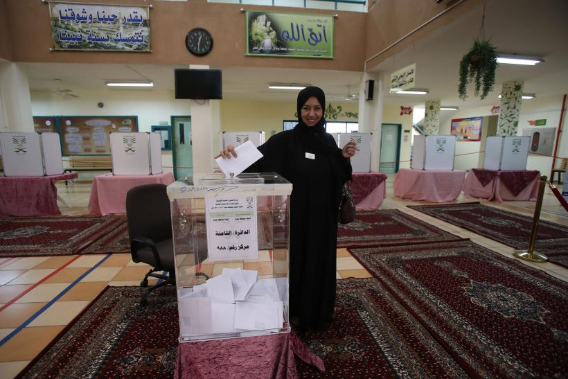 Saudi-Arabia-woman-voting