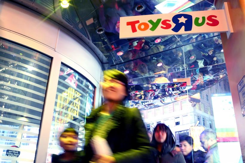 Toys 'R' Us Christmas Eve Store Hours And Deals 2015: Stores Nationwide Will Be Open Late With Last-Minute Savings And Free Shipping