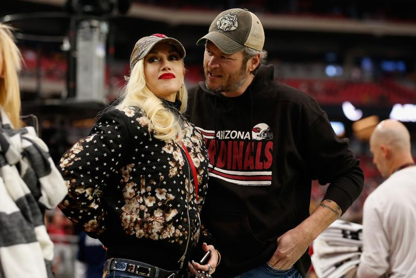Blake Shelton Gwen Stefani restaurant photo