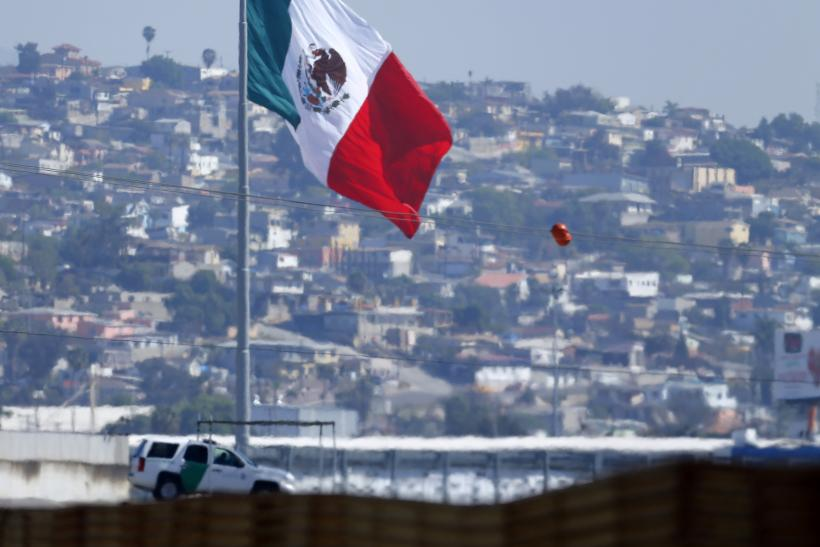 A U.S. patrol officer near to the Mexican border.