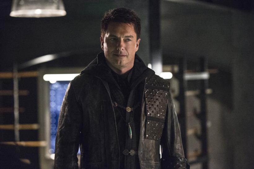 Arrow Season 4 Spoilers Is Malcolm Merlyn The Killer Theories On Who Is In The Grave