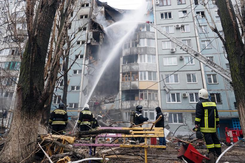 Russia gas explosion building collapse