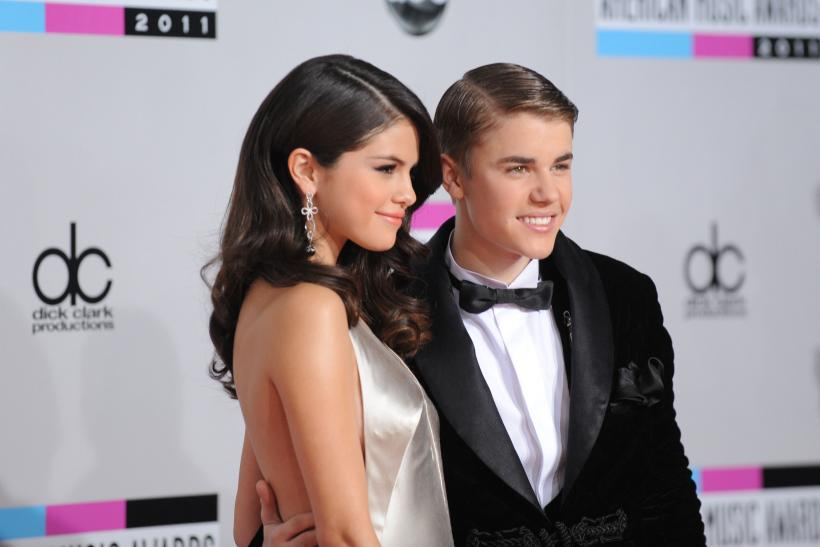 Justin Bieber Selena Gomez texting cant stay away