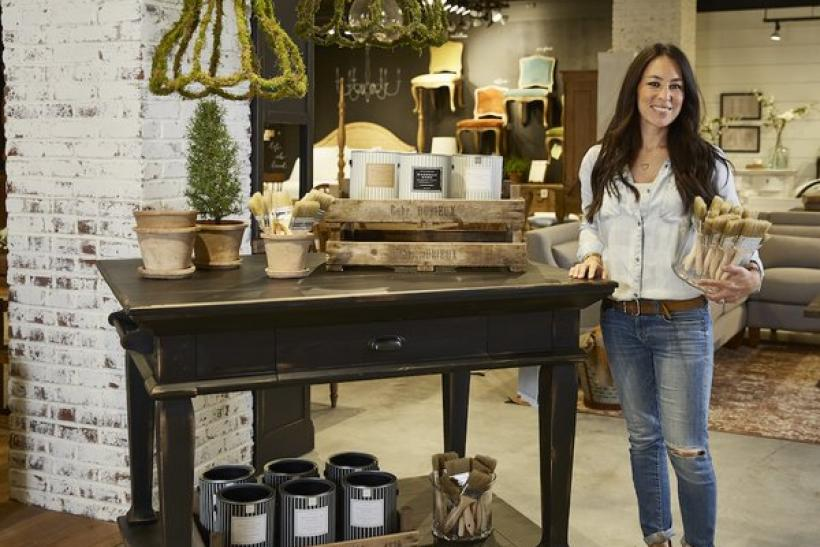 Image gallery hgtv magnolia homes for Joanna gaines home designs