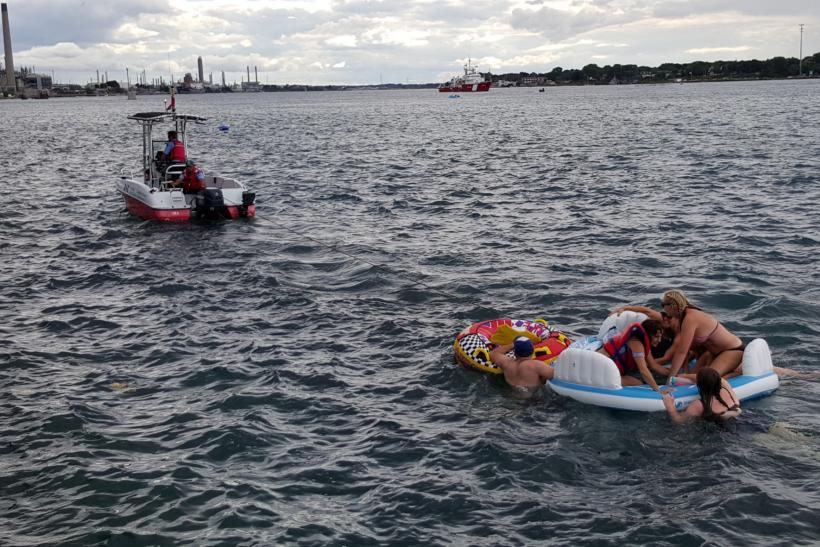 Americans float to Canada illegally
