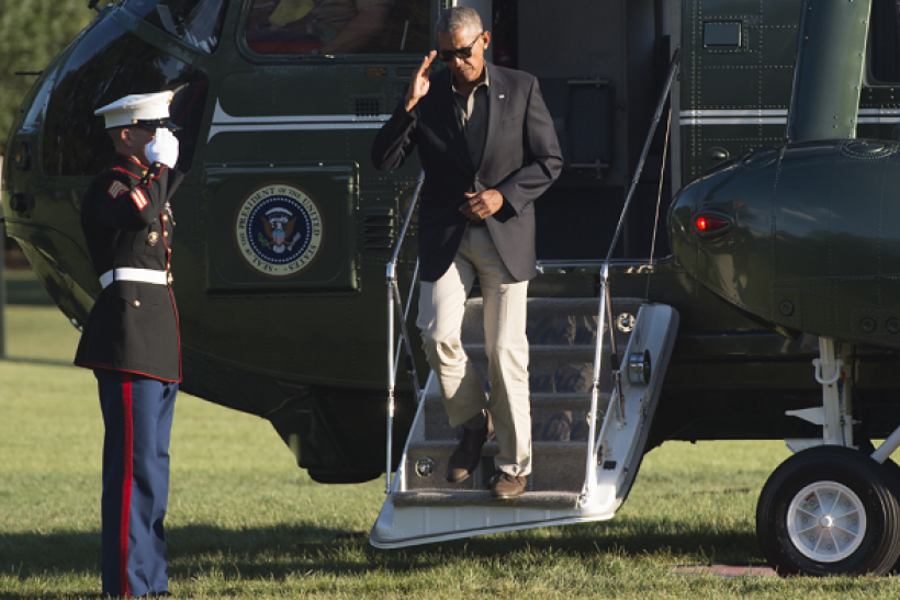 TOPSHOT - US President Barack Obama exits Marine One upon arrival on the South Lawn of the White House in Washington, DC, August 23, 2016