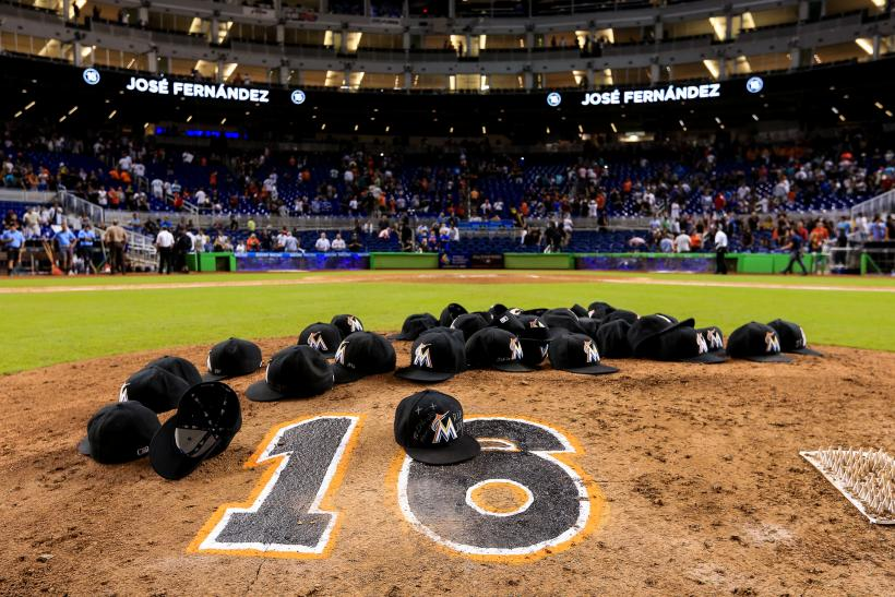 huge selection of a595a 5b863 Miami Marlins' Emotional Tribute To José Fernández During ...
