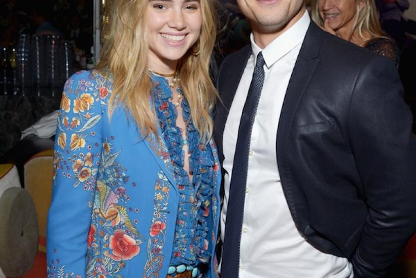 Suki Waterhouse and Glen Powell