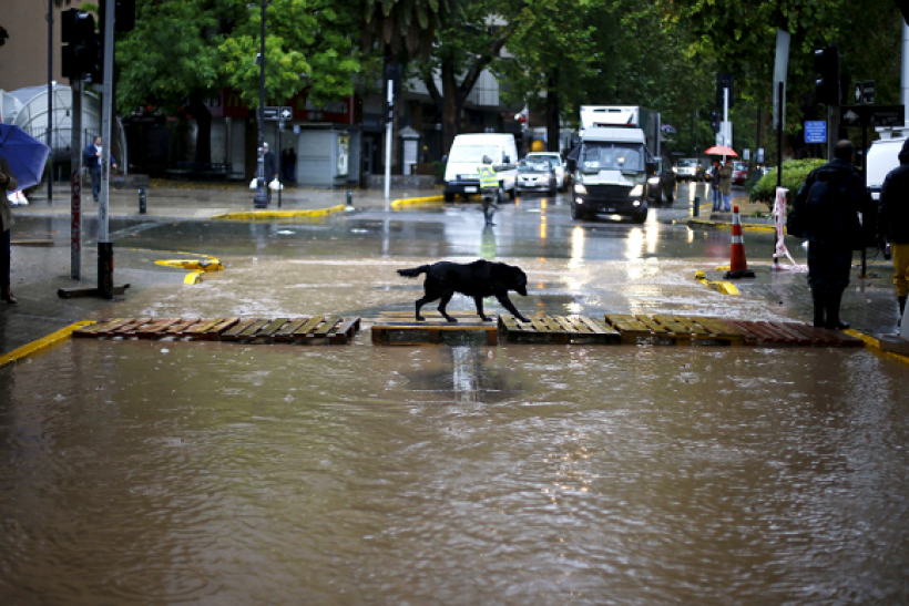 Floods in Chile causes the deaths of three individuals.