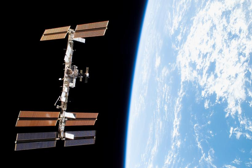 iss-above-earth