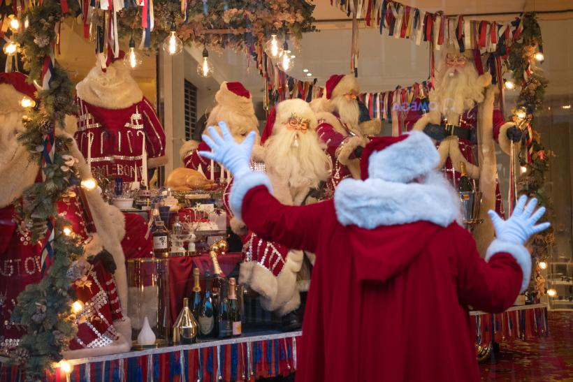 ISIS Posts Chilling Image Of Santa Standing Next To A Dynamite