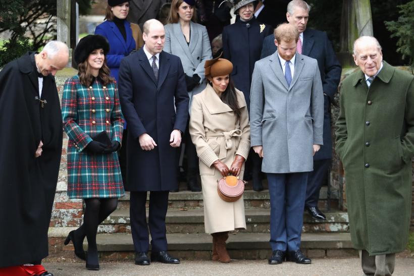 Meghan Markle at Christmas services, curtseying