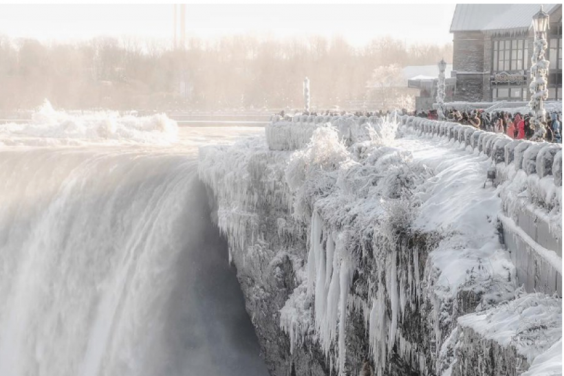 Frozen Niagara Falls Photos Emerge As Tourists Brave ...