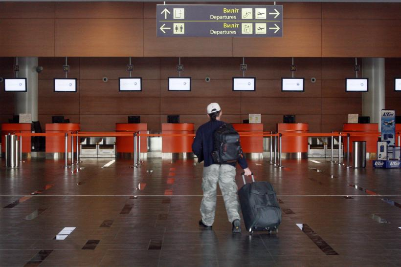 man booted from flights for wearing too many clothes