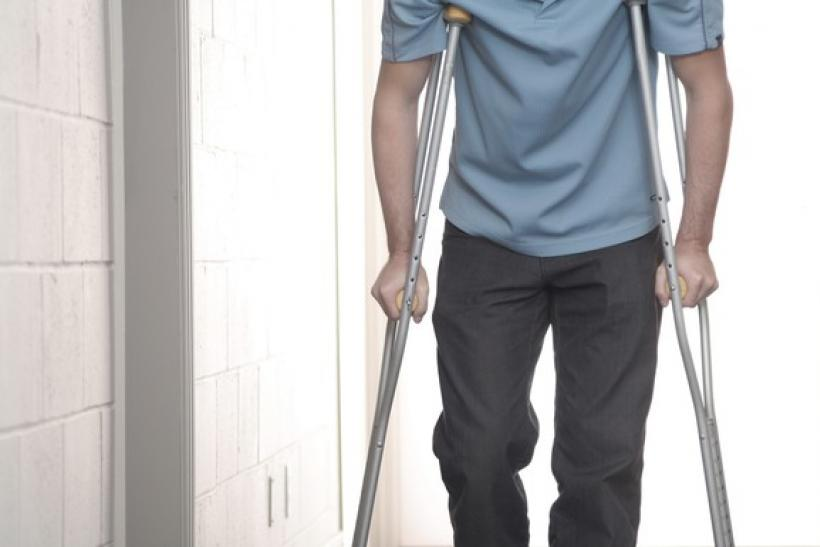 man-on-crutches_gettyimages-157188725_large