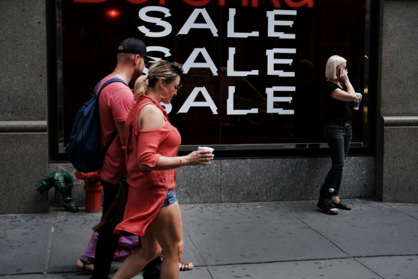 Consumer spending remains robust, supporting growth in the US economy as businesses pull back on investments due to the trade war