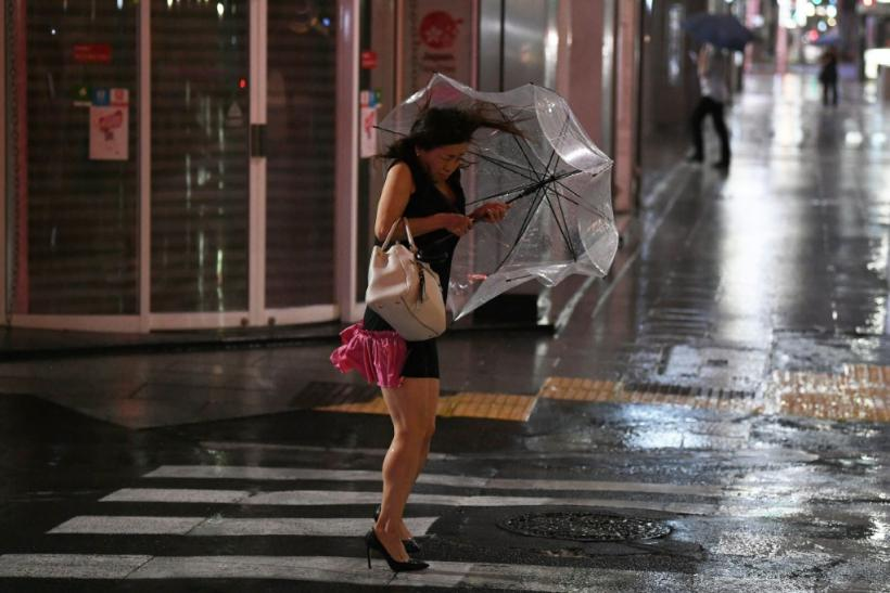 Typhoon Faxai: 17,000 stranded at Tokyo airport