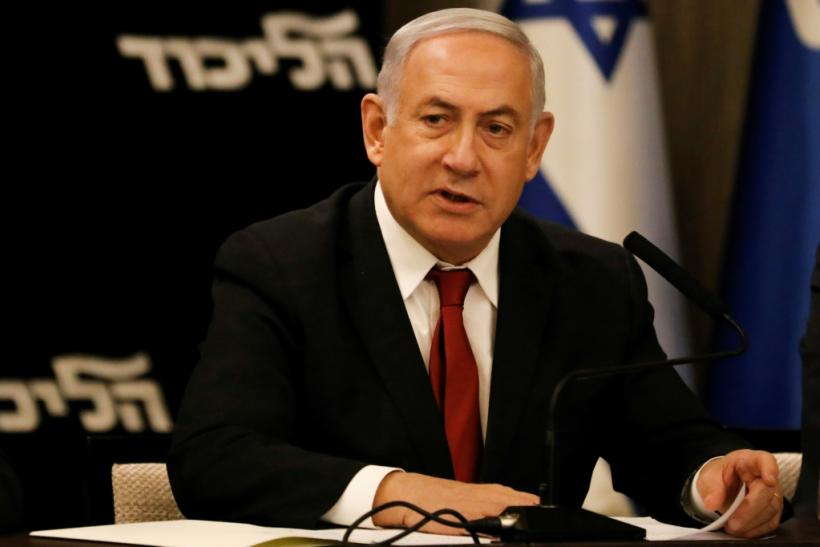 Israeli Prime Minister Benjamin Netanyahu has abandoned his hopes of forming a new right-wing governing coalition and called on his rival Benny Gantz to form a unity government with him