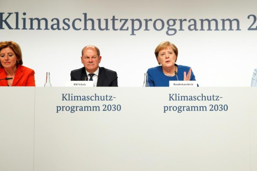 (l to r) Rhineland-Palatinate's State Premier Malu Dreyer, German Finance Minister Olaf Scholz, German Chancellor Angela Merkel and German Defence Minister Annegret Kramp-Karrenbauer announce the 2030 Climate Prtoection Programme on Friday