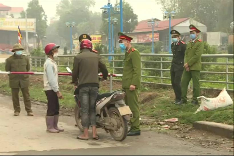 Vietnamese authorities block the access to Son Loi commune in Vinh Phuc province, home of some 10,600 people, where five residents have been tested positive to the COVID-19 virus. The quarantine starts on February 13 and will last for 20 days.