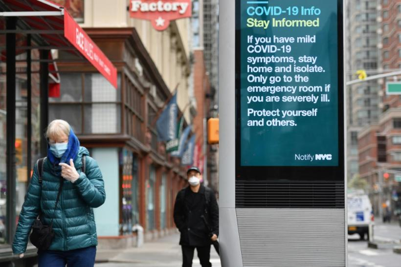 Officials in New York, the worst affected part of the US, began advising people to wear masks some days ago, and there were signs on the streets that the advice was being heeded