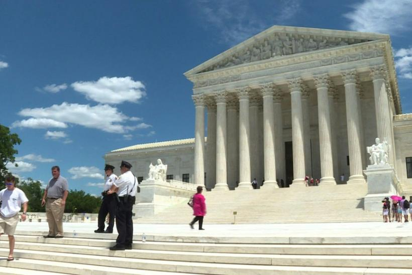 STOCKSHOTS of the US Supreme CourtThe US Supreme Court rules that President Donald Trump must hand over financial records to prosecutors in New York. In a 7-2 ruling, the court said the president does not have absolute immunity from criminal investigation