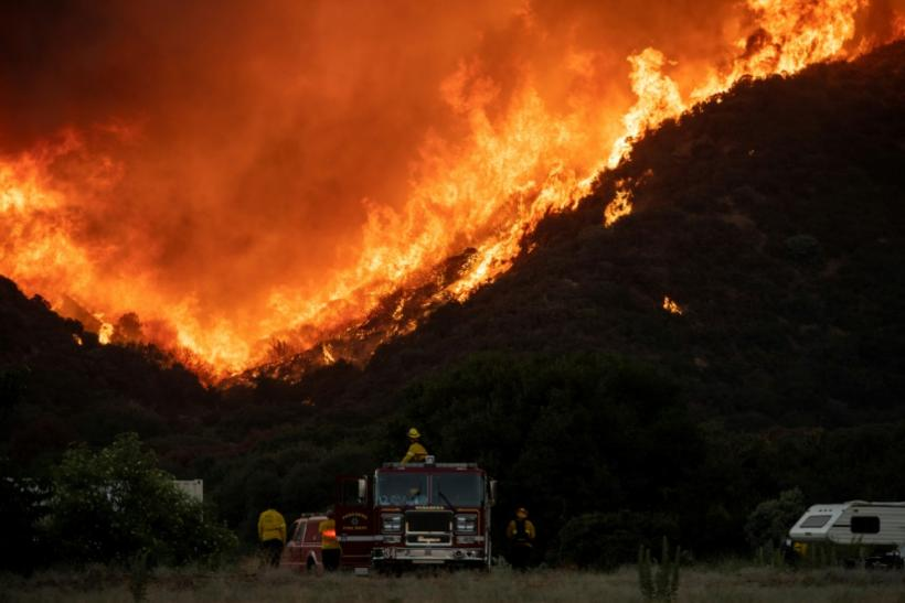 The so-called Apple Fire has charred more than 20,000 acres (8,000 hectares) near San Bernardino, California